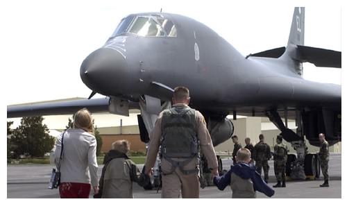 B-1 Bomber crew heads home